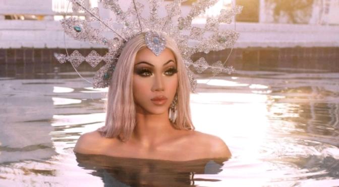 "CL muda seu nome para Plastique Tiara e lança o MV para ""Irresistible""."