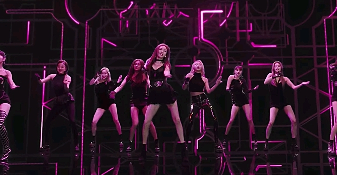 "TWICE tenta unir todas as tribos sem perder a essência do grupo com ""FANCY"""