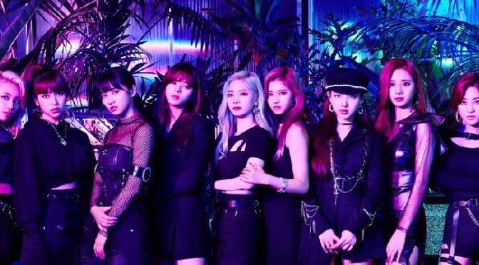 """TWICE segue bebendo da fonte do E-Girls em seus novos singles """"Breakthrough"""" e """"Happy Happy"""""""