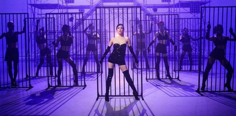 "Tiffany Young segue servindo gay anthems nos Estados Unidos com ""Run For YourLife"""