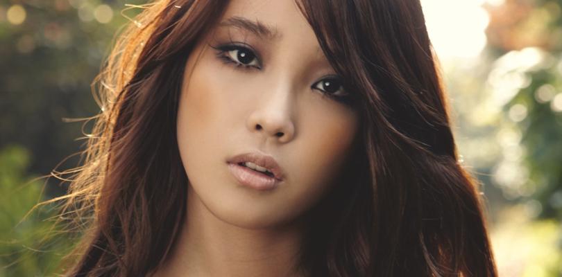 """Billboard choca a fanbase elegendo """"Good Day"""" da IU como a melhor música da década no K-pop.Concordam?"""