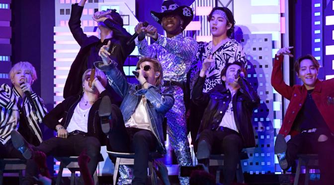 """BTS subiu no palco do Grammy para participar da performance de """"Old Town Road"""" do Lil Nas X"""