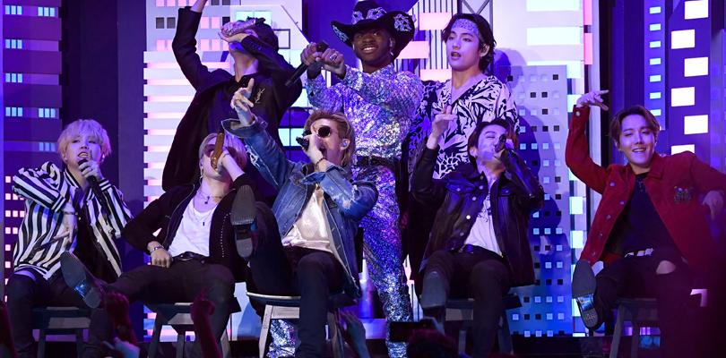 """BTS subiu no palco do Grammy para participar da performance de """"Old Town Road"""" do Lil NasX"""