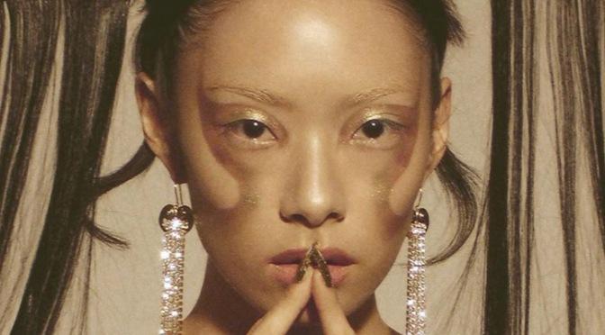 """Rina Sawayama deve entregar o primeiro e melhor álbum sem gênero da música com """"SAWAYAMA"""""""