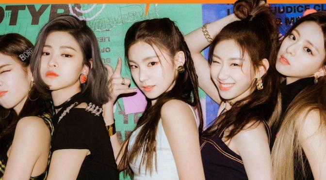 """ITZY está de volta com """"Wannabe"""", o melhor single desconjuntado do grupo até o momento"""