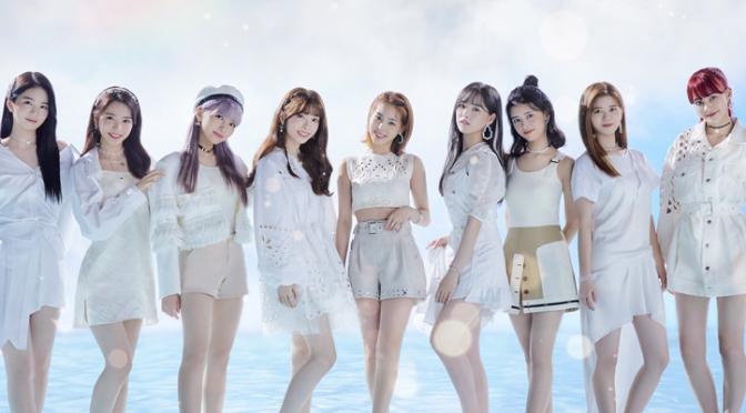 """NiziU debuta com """"Step and a step"""", mas é como se elas ainda estivessem no pré-debut"""