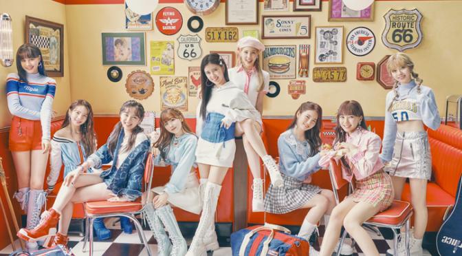 """Com """"Take a Picture"""", NiziU lança uma faixa simpática da fase simpática do TWICE"""