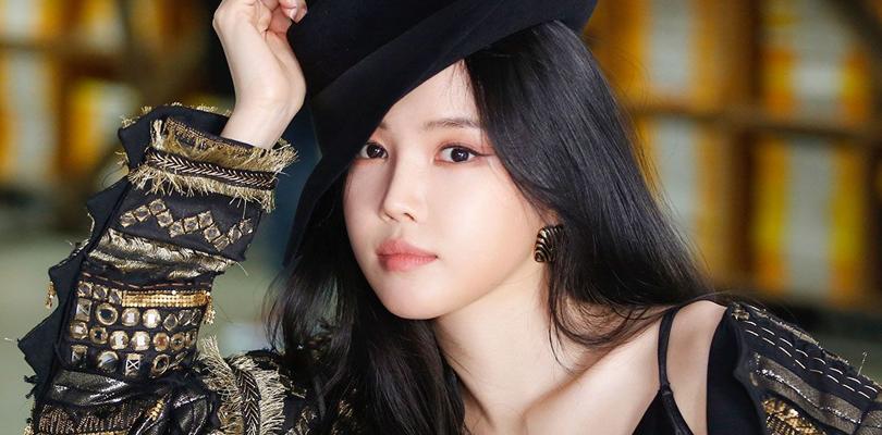 Naeun (Apink) está fora da Play M. Dizem que ela vai assinar com a YG embreve.