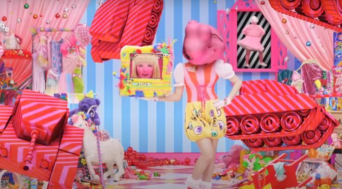 """Review Retrô: Quando Kyary Pamyu Pamyu viralizou como a """"Lady Gaga japonesa"""" com """"PONPONPON"""" (2011)"""