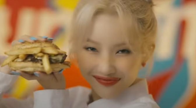 """Soyeon larga o (G)I-DLE para vender fast food em """"Beam Beam"""""""