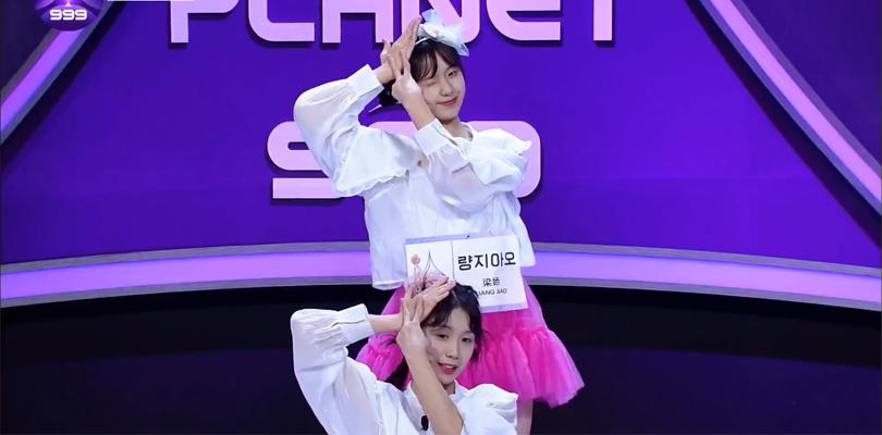 """Post para enaltecer as gêmeas chinesas do Girls Planet 999 cantando """"Hmph!"""" do WJSNChocome"""